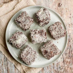 Odlične kokosove kocke in enostavna, a okusna čokoladna krema